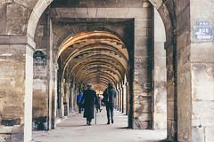 Place des Vosges (bruit_silencieux) Tags: voyage street city trip travel people paris france architecture canon 7d arcades iledefrance vosges placedesvosges vsco sigma35mm14art