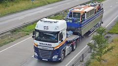 V4 TUG (panmanstan) Tags: truck wagon transport lincolnshire lorry commercial vehicle heavy freight daf xf haulage hgv barnetby a180