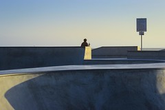 L.A. Man (Mauricio Barretto) Tags: california usa man canon dawn losangeles skatepark skate boardwalk venicebeach skater hopper eeuu canonusa canonlosangeles