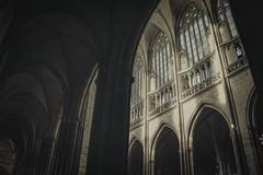 Cathédrale Saint Guy #7 (ur.bes) Tags: guy church saint canon eos high nef dynamic prague cathedral gothic praha stainedglass cathédrale vitrail 600 capitale range église gothique eglise hdr stainedglasswindow colonne voute arche vitraux 600d