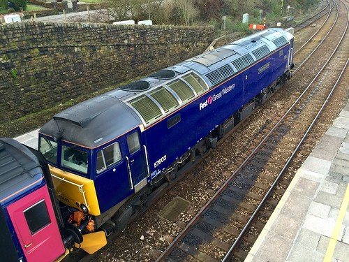 57602 Restormel Castle First Great Western - Night Riviera- Truro 06.03.15
