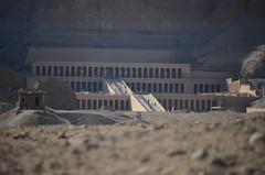 Turista (patimoraffaella) Tags: graffiti valle pietre sculture re luxor colori ricordi monumenti antico dei egitto colossi   passato colonne sabbia tombe tempi  piramidi storia  marsaalam  allaperto  incisioni  egiziano resti faraoni     mueo  papiri    sfingi
