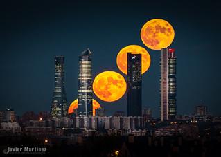 Y así sale la luna. Moonstack