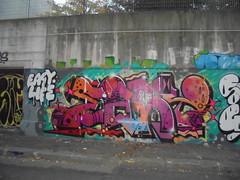 easy life (en-ri) Tags: reser easy life arrow viola arancione 1976 torino wall muro graffiti writing