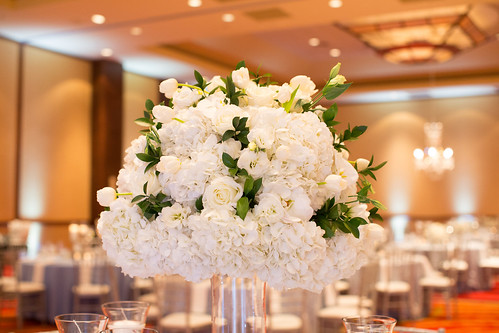 "White Floral Centerpiece • <a style=""font-size:0.8em;"" href=""http://www.flickr.com/photos/81396050@N06/32041088056/"" target=""_blank"">View on Flickr</a>"