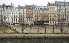 les quais de la Seine ... (miriam ulivi) Tags: miriamulivi nikond7200 france paris parigi fiume river senna seine lungofiume palazzi oldbuildings palazzidepoca inverno winter quai