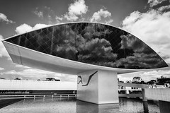 The Eye - A tribute to Oscar Niemeyer (AsAbel14 - Mostly Off) Tags: architekturarchitecture auge brasilienbrazil buildings curitiba eye oscarniemeyer outdoors reisen southamerica travel gebäude südamerika schwarzweis blackandwhite paraná