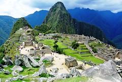 La cité perdue de Machu Picchu (Яeиée) Tags: patrimoines pérou peru lima cuzco cordillèredesandes incas quechuas amériquedusud alpaga murailles conquistadors 1537 citadelle forteresse valléesacréedesincas urubamba machupicchu citésacréedesincas observatoire intiwatana