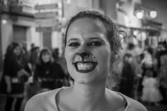 Gata (Héctor Rodríguez Maciá) Tags: guardamar alicante españa spain bn byn blanco negro bw blackandwhite blackwhite carnaval disfraz gata maquillaje desfile