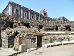 Catania: Roman amphitheater (zug55) Tags: italien italy italia roman amphitheatre sicily amphitheater catania sicilia piazzastesicoro anfiteatro romanamphitheatre sizilien romanamphitheater anfiteatroromano rmischesamphitheater palazzotezzano niccoltezzano