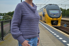 Oh look, a train! (hltje) Tags: knitting lila viviennewestwood stricken pulli holstsupersoft trollenwol