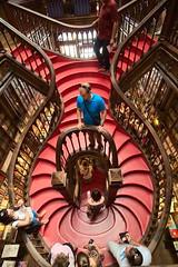 [Porto] Escaliers de la librairie Lello (Nicolas Vollmer) Tags: portugal harrypotter porto escalier lello librairie