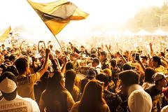 Reto Aglomeraciones -La pasión del Futbol- (Alyaz7) Tags: people love banda emotion amor smoke crowd band flags personas sing cheers fans multitud humo banderas vr fútbol autofocus méxicocity cantar ciudaddeméxico afición photoshopedit emoción footballsoccer autoenfoque cánticos estadioolímpicouniversitario pumasdelaunam rawquality nikond7200 lentenikonnikkorafs1855mm13556giidxvr lenteextensióngranangular retoaglomeraciones