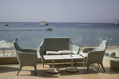 Terraza (Antonio Campoy Ederra) Tags: mar redsea jordan vacaciones aqaba jordania marrojo hotelkempinski