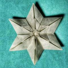 Shining star (Hoàng Tien Quyet) made of a hexagon (claudiaboujdaa) Tags: paperart star origami craft hexagon shining paperwork