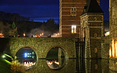 Palace Merode, 07 (Andy von der Wurm) Tags: castle reflections germany deutschland europa europe nightshot palace alemania nrw bluehour schloss allemagne nordrheinwestfalen nachtaufnahme merode reflektionen blauestunde wasserschloss beleuchtet langerwehe northrhinewestfalia schlos mension hobbyphotograph illuminiert schlich andreasfucke andyvonderwurm