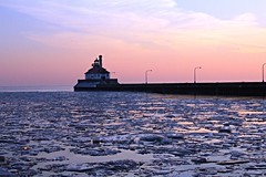 Duluth, Minnesota, Lighthouse, Ship Channel, Ice (photolibrarian) Tags: duluthminnesota lighthouse shipchannel ice