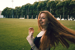 Mariana Ruy (Pablo Facioli) Tags: canon eos rebel t5 camera sun sunlight ginger ruiva hair cabelo wind movimento shoot photoshoot girl fun afternoon noon white