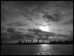 Hamburg (bernstrid) Tags: hamburg hafen bw sw rahmen sonne wolken wasser