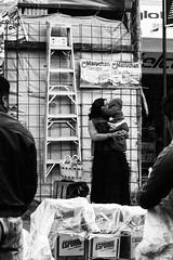 il bacio (Dalia-Nera) Tags: sguardi ritratto donnamessicana tessitura reportage messicanpeople bambino ilbacio kiss