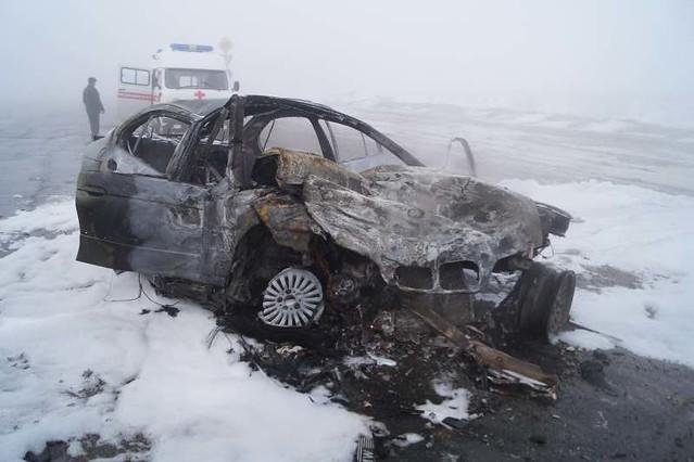 ВСамарской области БМВ столкнулась сфурой Вольво FM12 изагорелась