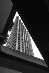 Angular frame, Barbican, London (Sean Hartwell Photography) Tags: barbican cityoflondon city estate housing flats concrete london londres triangle modernarchitecture monochrome blackandwhite canon760d england uk urban