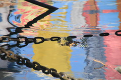 paysage autour d'une brindille (tableaux.imaginaires) Tags: sea mer abstract reflection art water eau reflet astratto riflessi reflejos corde abstrait spiegelungen chaîne reflessi brindille boatrflections