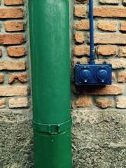 The wall (flores_fg) Tags: blue original orange verde green modern box blu tube moderne bleu mur parete scatola originale tubo moderno verte bote cassa tuyaux