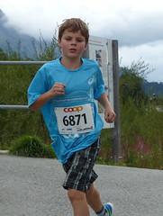 Blue (Cavabienmerci) Tags: boy sports boys sport youth race children schweiz switzerland  child suisse running run runners pied runner engadin engadine lufer lauf 2015 graubnden grisons samedan coureur engadiner sommerlauf coureurs engiadina