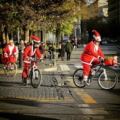 SantaClaus #Xmas #Christmas #Roma #Rome #igerslazio... (Fabrizio Cardinale) Tags: christmas xmas rome roma bike noel santaclaus bikers happychristmas happyxmas igersitalia uploaded:by=flickstagram igroma igrome igerslazio instagram:photo=88172991005526194032687964