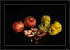 Granadas y membrillos (V- strom) Tags: frutos otoño bodegón texturas rojo amarillo membrillos granadas nikon nikon2470 nikon50mm negro luz