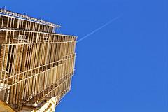 Vertigo (Gwen Adu) Tags: urban urbain scaffolding echafaudage eglise bâtiment building hauteur vertige pyramide vertigo montpellier church ciel bleu blue sky travaux