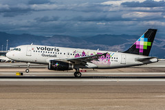 XA-VOQ - Airbus A319-133 - Volaris (Bjoern Schmitt) Tags: xavoq airbus a319133 volaris cn 4422 las lasvegas klas usa chicago sticker special arrival touchdown clouds airplane airlines airplanes spotter photo foto aircraft luftfahrzeug flieger flugzeug airline aviation luftfahrt