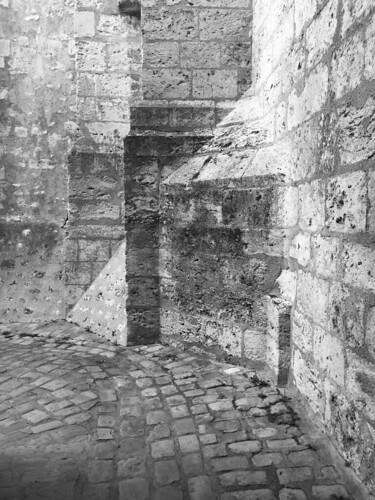 Ruelle au pied de Saint-Nicolas à Blois