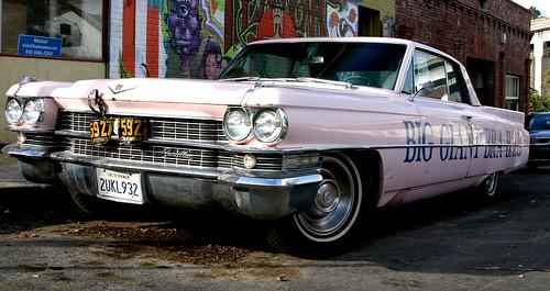 auto california usa white car america buildings giant big automobile grafitti unitedstates side unitedstatesofamerica bra ad cadillac eastbay bags care crockett biggiantbraball cadiallac 2ukl932
