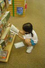 Choosing books USA (Julie70 Joyoflife) Tags: people reading forkids kertesz peoplereading mc05negativespace kertsz forchildren bricbrac pourenfants photojuliekertesz juliekertesz useforchildren