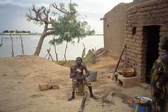 Bozo Girl with Child (upyernoz) Tags: mali mopti kakalodaga bozo kids