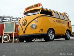 School Bus (Andreas Reinhold) Tags: school bus yellow vw volkswagen interestingness interestingness1 explore schoolbus huntingtonbeach callook wolfsburg elementary t1 volkswagon schule t2 aircooled type2 schulbus splitty splitwindow octobus typ2