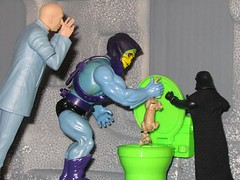 Toys Misbehaving (Cade Buchanan) Tags: cat toys starwars dolls toilet actionfigures darth vader austinpowers skeletor drevil mastersoftheuniverse b51fav