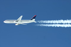 Delta Airlines 767 passing by. (Fly For Fun) Tags: contrail jet dal delta airline boeing airlines 767 deltaairlines