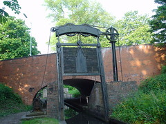 Guillotine lock, Kings Norton