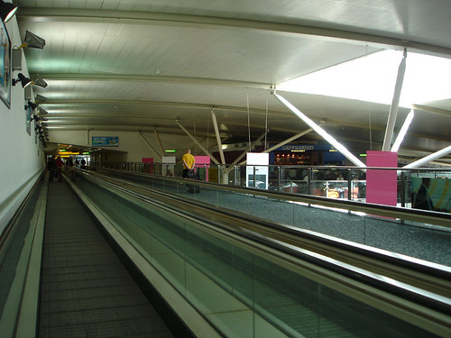 Heathrow Int'l connecting flight walkway