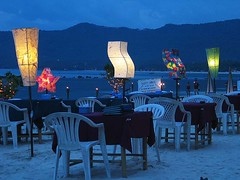 Samui Beach Blue Hour (hn.) Tags: blue sunset vacation copyright holiday tourism beach lamp thailand island restaurant islands holidays asia asien heiconeumeyer seasia soasien southeastasia sdostasien sonnenuntergang restaurants insel kohsamui samui lamps bluehour blau kosa