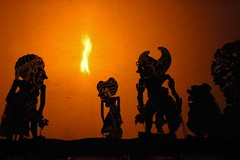 wayang_kulit_6 (beccafrog) Tags: bali ubud wayan hanoman wayangkulit shadowpuppets ramayana bema sacrifice