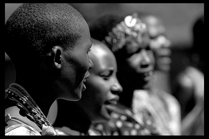 women of Masai - singing