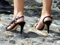 graceful (pucci.it) Tags: flowers feet shoes sandals femalefeet