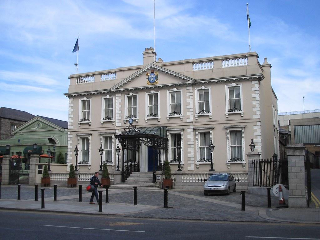THE MANSION HOUSE (Dublin)