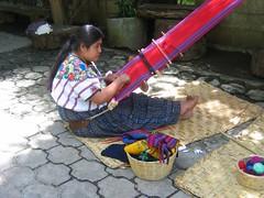 tessitura in guatemala (gepiblu) Tags: canon romy guatemala indio tessuti canond20 tessuto tappeti tessitura gepiblu