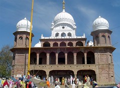 Gurudwara Tari Sahib (Manny Pabla) Tags: travel sky people india heritage architecture buildings religious temple shrine asia symbol indian muslim faith prayer religion culture icon historic holy desi temples sacred marble turban sikh sahib gurdwara punjab hindu dharma gurudwara pilgrim punjabi guru singh khalsa shaheed beliefs kaur martyrdom sikhi mughals sirhind sanctity sikhtemple fatehgarh panjab pabla panth gobind sikhdharma rupnagar gurdwaras ropar chamkaur machhiwara gurudwaras gurugobindsingh gurughar babaajitsingh panthkhalsa sikhpanth babazorawarsingh babafatehsingh matagujriji nikkianjindanvadhaasaka sahibzadey babajujharsingh sahibzada