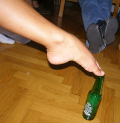 arco (pucci.it) Tags: italy feet beer sara supporter worldcup